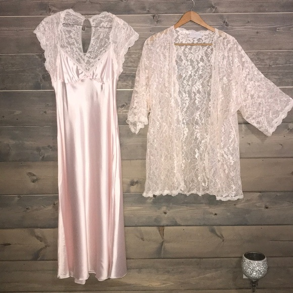986362754e5 Vintage silk Boudoir gown   matching robe. M 5b34fb04194dad8ffa7288c2